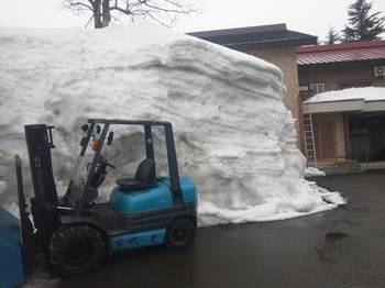 リフトと積雪.JPG